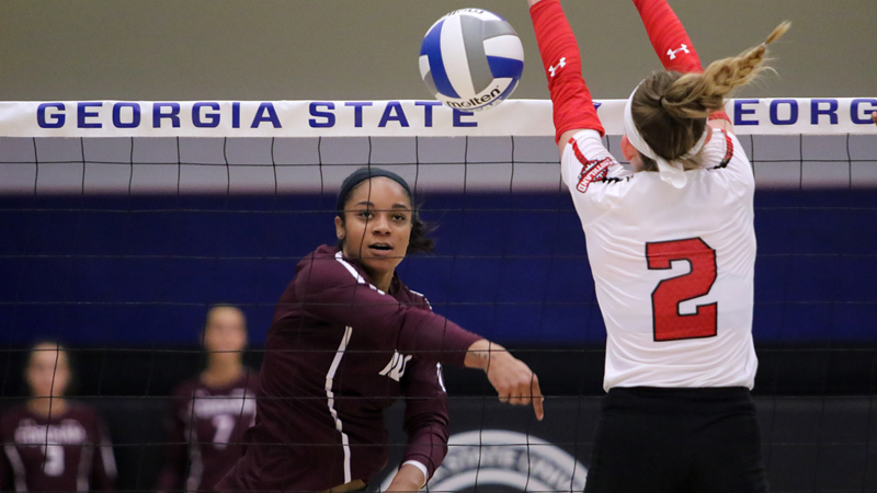 Volleyball Edged at Saint Louis after Late Rally